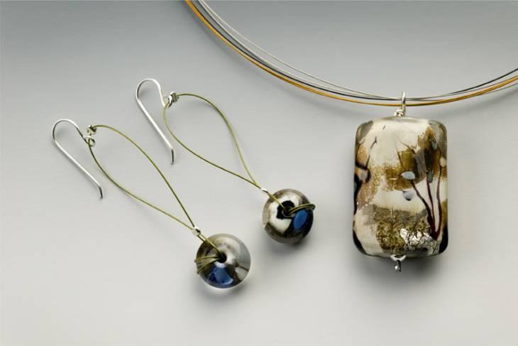 Glass. Cynthia Saari. Glass Beads to Fine Jewelry