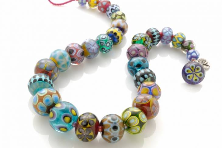 Glass. Stephanie Sersich. Encasing Techniques for Vibrant Beads